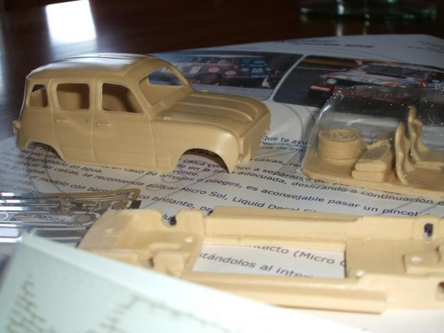 Miniature 4L